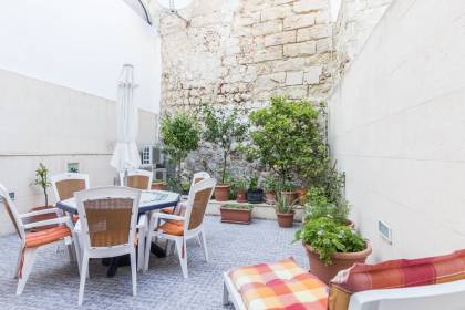 Townhouse with patio in Mahón