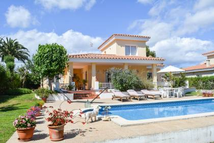 4 bedroom villa with pool for sale in Binixica
