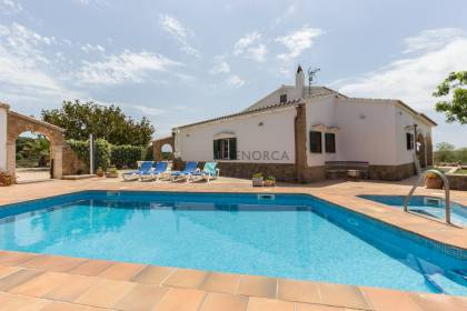 Magnificent country house with pool for sale