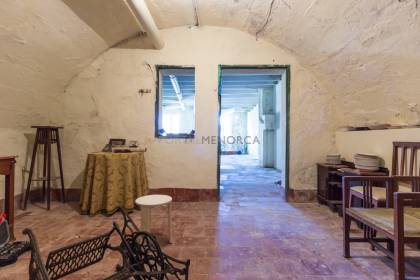 House on ground floor, with vaulted cellar, in the heart of Mahon.