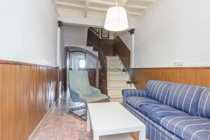 Townhouse in Maó, needs complete renovation.