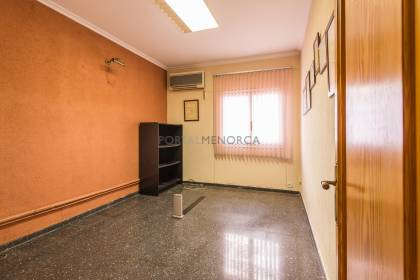 Commercial premises on ground floor with patio, Mahón.