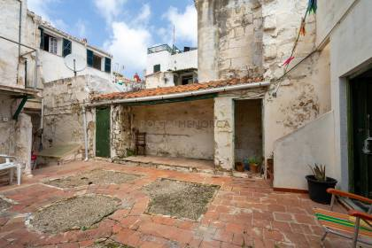 House with a large courtyard in the centre of Mahón