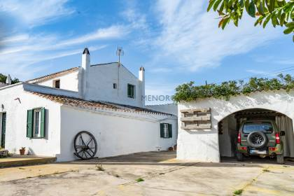 Country property with small business operation in Sant Lluís