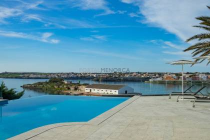 Villa in prime location with access to the sea. Cala Llonga