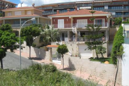 Villa next to the Port of Mahón.
