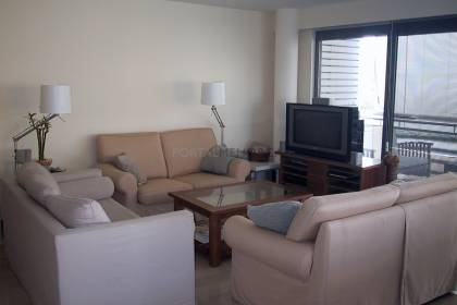 Top-floor apartment just two minutes from Mahón Harbour.