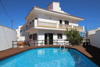 House with swimming pool and patio in the centre of Mahón, Menorca.