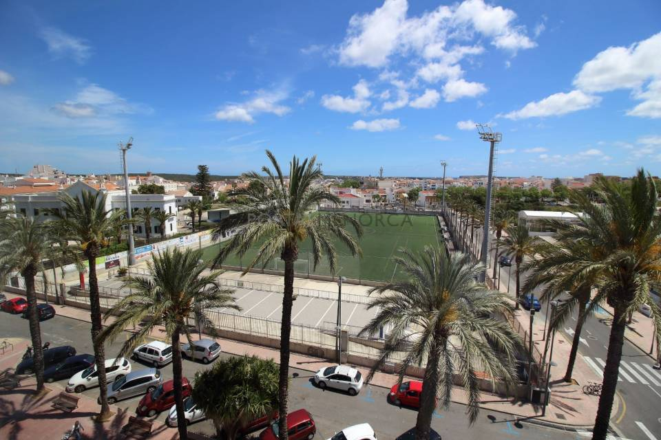 Refurbished penthouse with private terrace in Mahon.