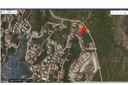 Buildable plot of land in the urbanization of Cala Llonga, Menorca.