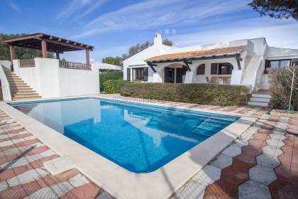 Villa with sea views and pool for sale in Binibeca Vell