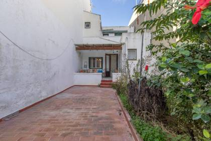 Ground floor house with patio to renovate for sale in Sant Lluís