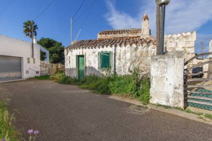 Country house with large plot of land and for renovation for sale in Menorca
