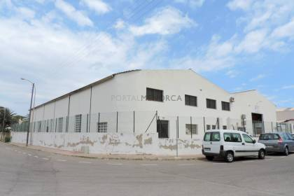 Industrial building for sale or for rent in Es Castell