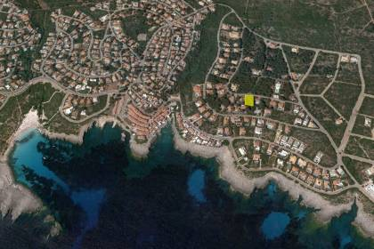 Large plot of land for sale with distant sea views in in S'Atalaia, Menroca