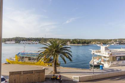 CHARMING 3 BEDROOM DUPLEX WITH PARKING IN MAHÓN HARBOUR