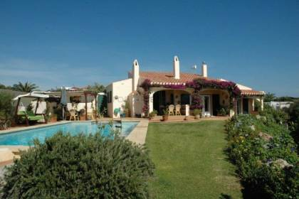 Cala Llonga villa with 4 bedrooms, swimming pool and sea views.