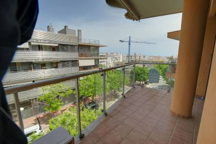 3 bedroom apartment with parking, close to the centre of Mahon