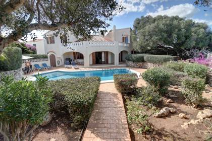 6 bedroom villa in a quiet residential area.