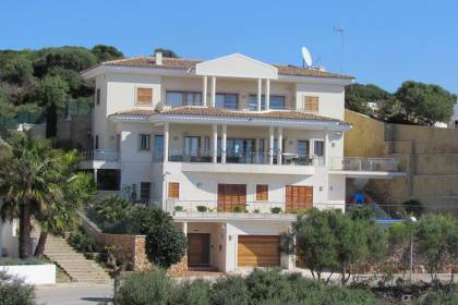Luxury 5 bedroom front line villa in Cala Llonga, Mahon.