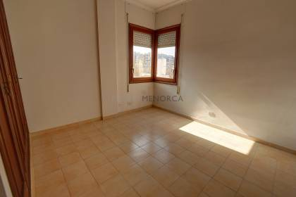 5 bedroom spacious apartment close to the centre and port of Mahon.
