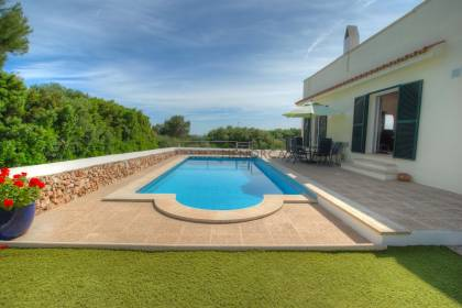 4 bedroom villa with swimming pool and sea views in Binisafua Playa.