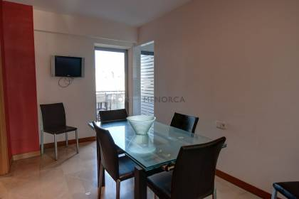 Large duplex apartment with 4 bedrooms, 3 bathrooms and parking space.