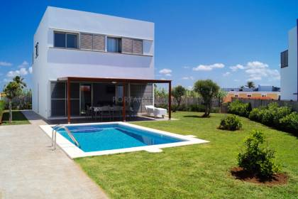 A contemporary design villa with tourist licence in Cala'n Bosch