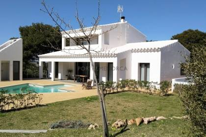 Virtually new designer villa in Cala Morell