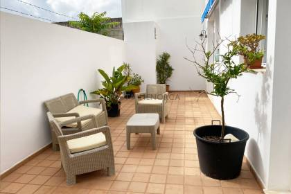 Ground floor with patio just 100 m from the Contramurada Road