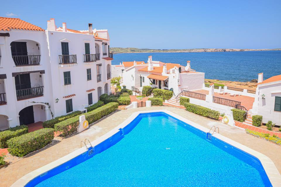 Apartment with views in Playas de Fornells.