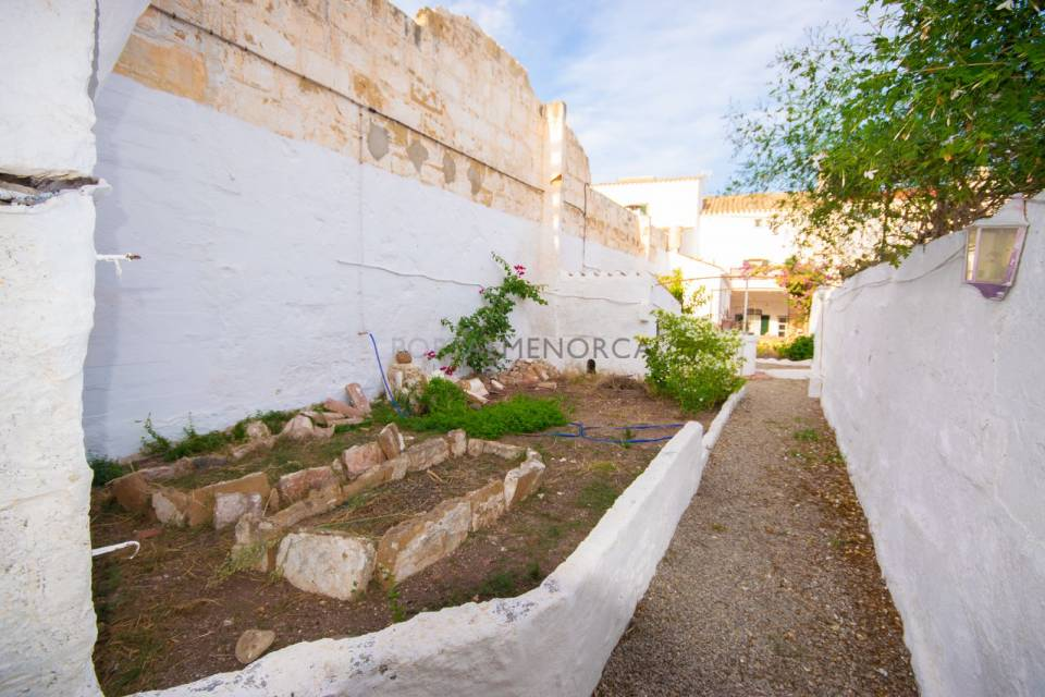 Traditional townhouse in Es Mercadal with access from two streets