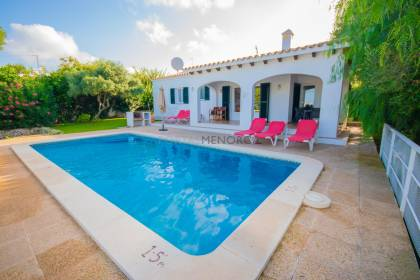 Detached villa with pool and tourist licence